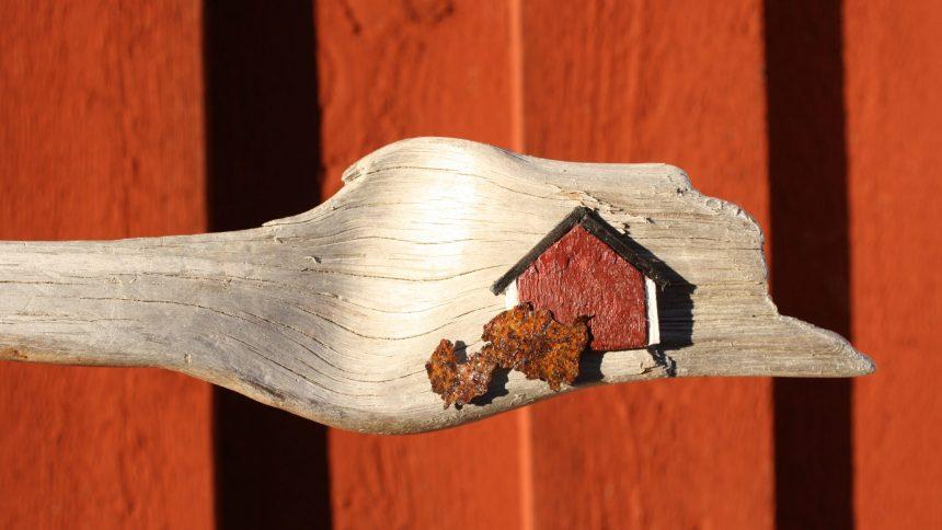 Schwedenhaus auf Treibholz