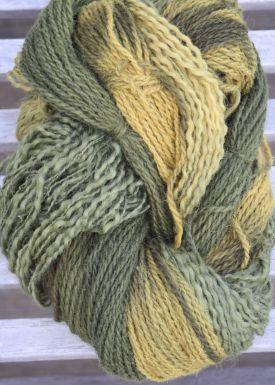 Mit-Birkenblättern-gefärbtes-Garn-Gittas-verkstad