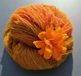 Mit-zwei-Farben-gefärbtes-Garn-Gittas-verkstad