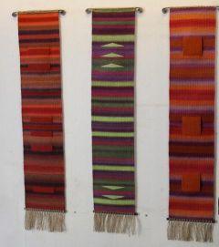 Drei-Wandteppiche-Farbverlauf-und-grafischen-Mustern-Gittas-verkstad