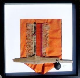 Textile-Collage-mit-Gewebe-Holz-und-Metall-Gittas-verkstad