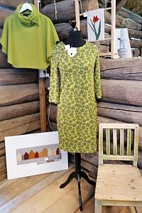 Grön klänning i merino ull och poncho