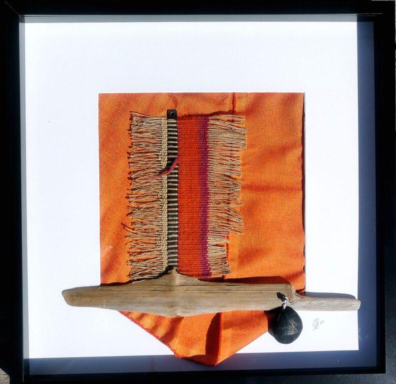 textile-collage-med-väv-metall-och-sten-gittas-verkstad-1